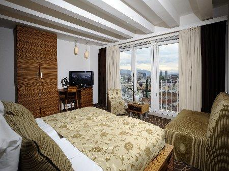 hotel hecco deluxe sarajevo room