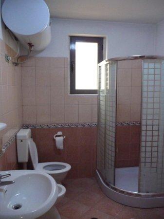 Hotel ikea tirane shqiperi for Ikea utah hours