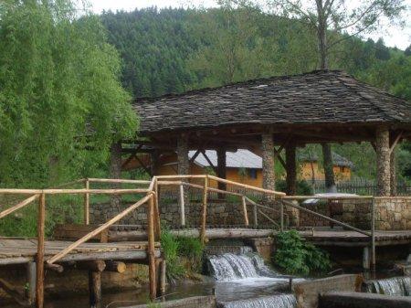 Hotel farma sotira leskovik shqiperi foto te hotel farma for Foto kafshesh